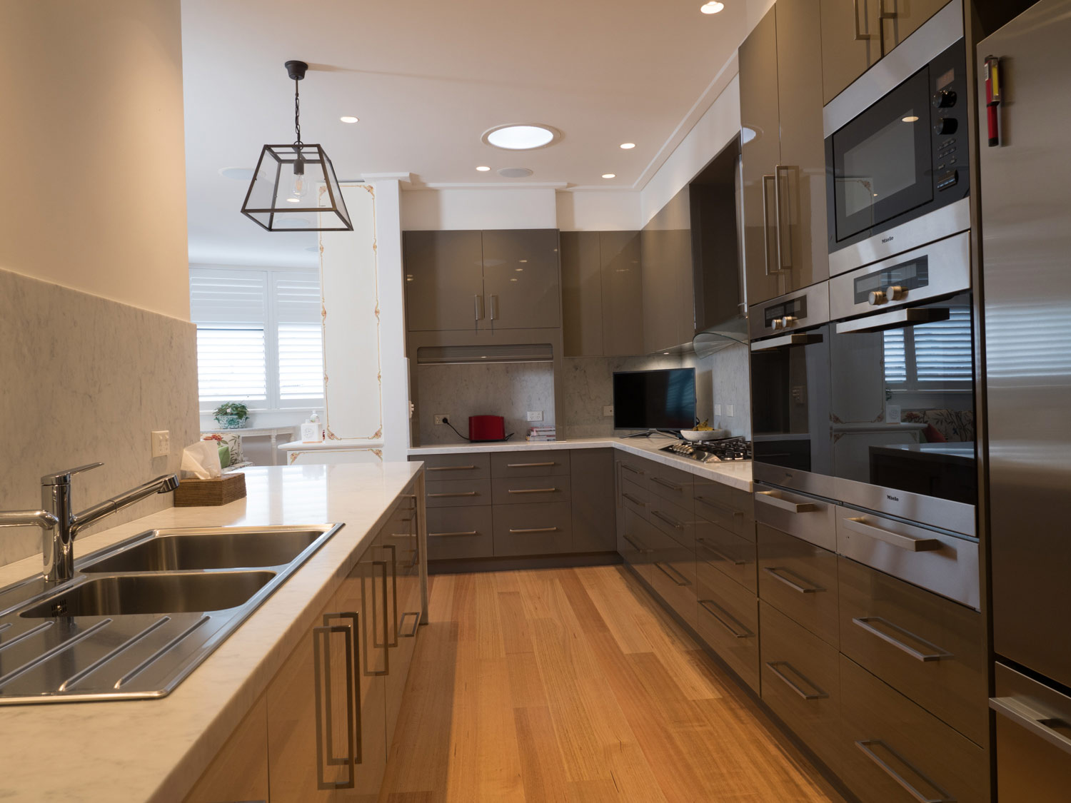 33 French provincial and classic kitchens