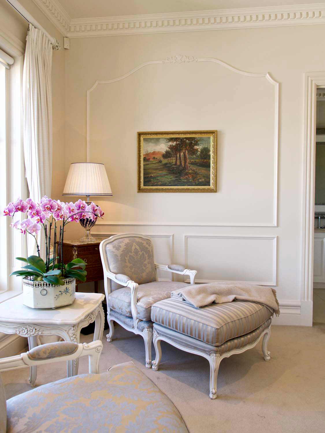 4 Bedroom with french furniture and wall panelling in traditional look