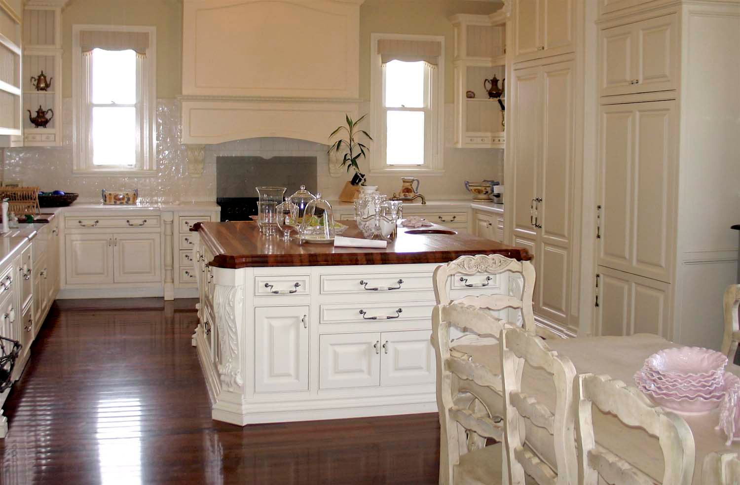 44 French provincial and classic kitchens