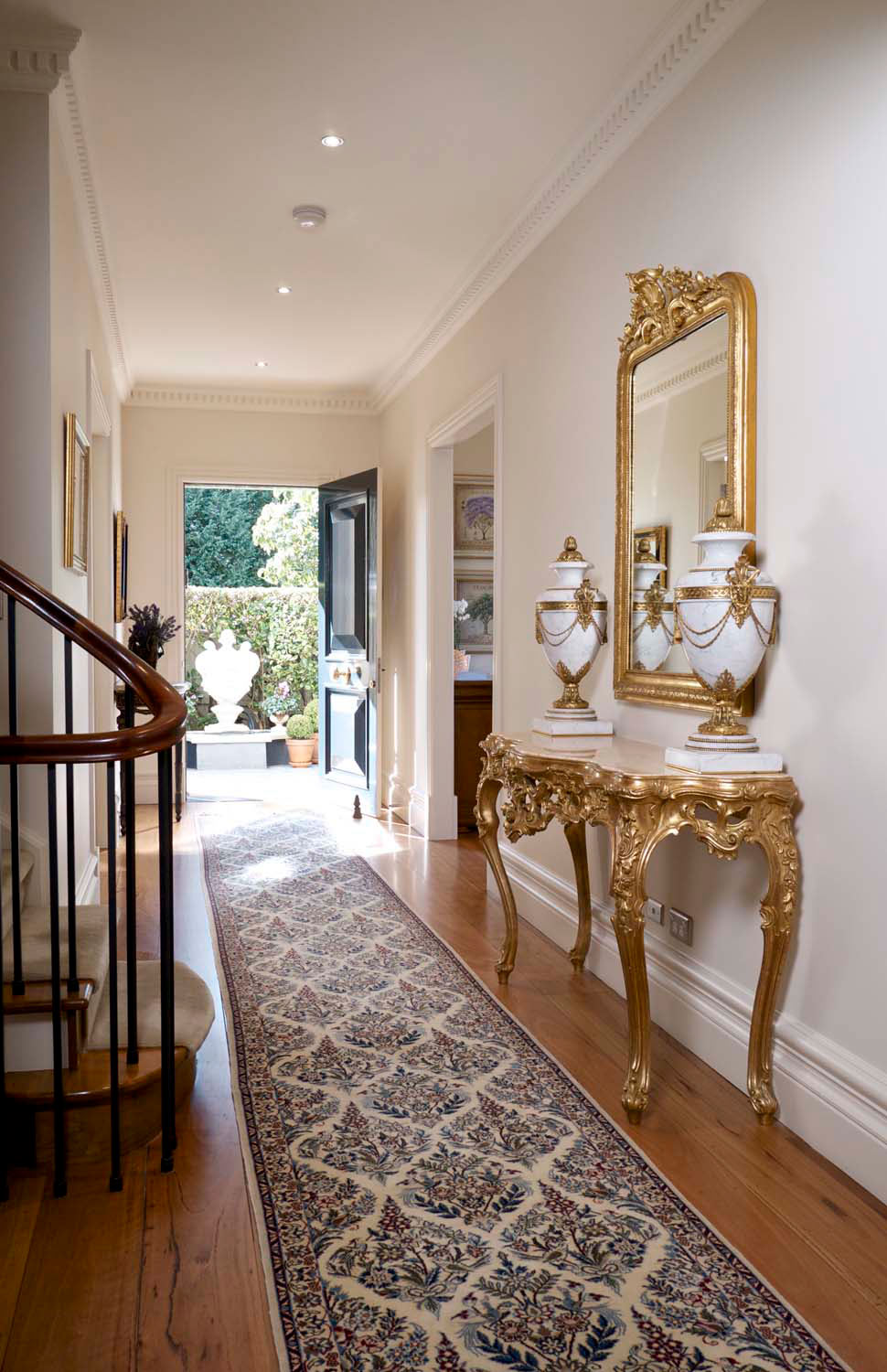 7 Classic french hall way entrance with hall table, rug and mirror with gilding
